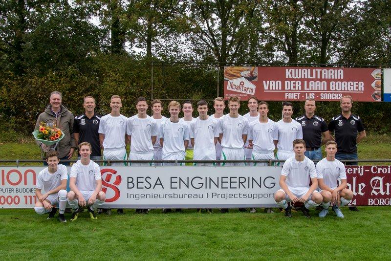 BESA sponsort warming-up shirts voor Borger JO19-1.