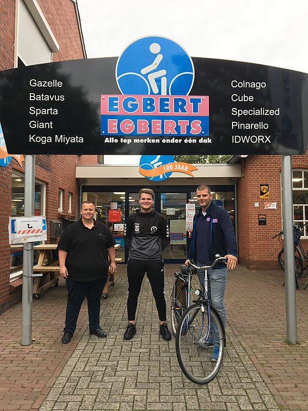 Nieuwe keepertrainer SV Borger jeugd op fiets van Egberts